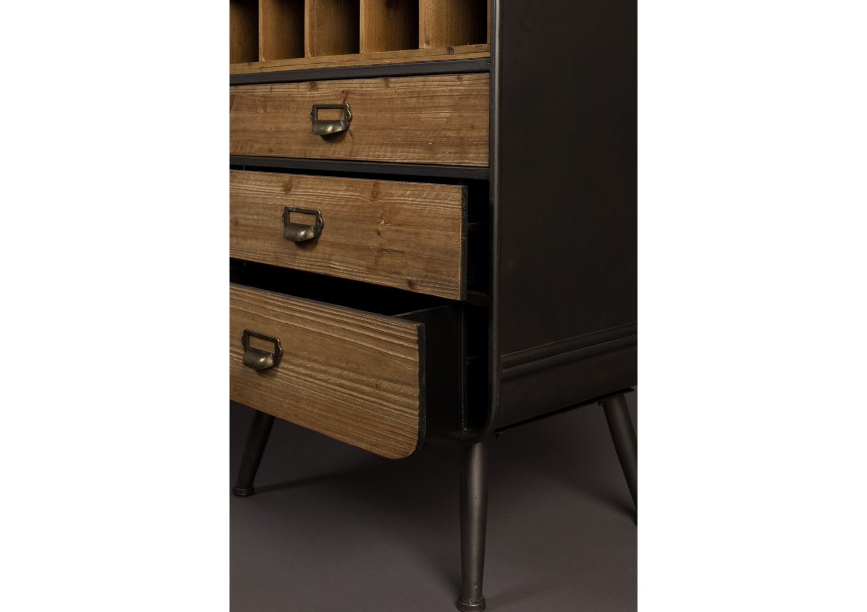 meuble range bouteilles industriel vino de chez dutch bone. Black Bedroom Furniture Sets. Home Design Ideas