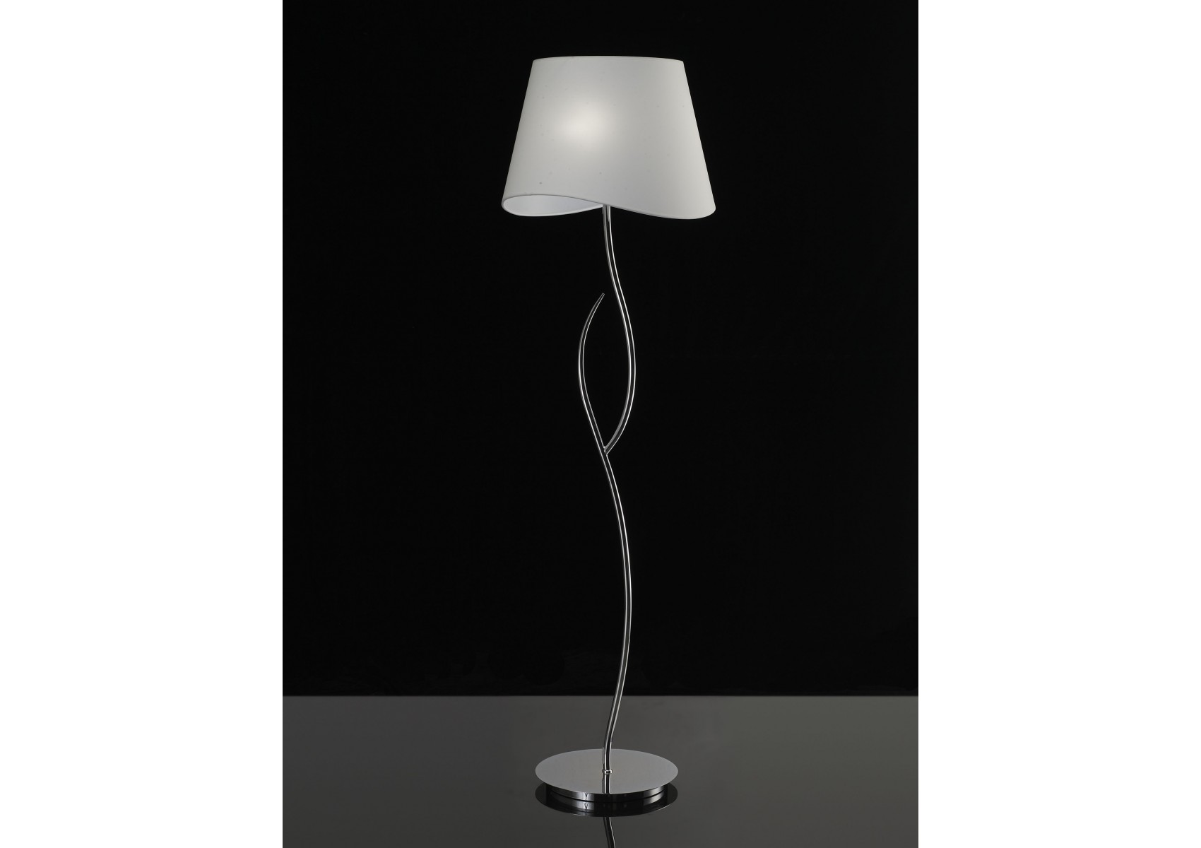 lampadaire design de la collection ninette de chez mantra. Black Bedroom Furniture Sets. Home Design Ideas