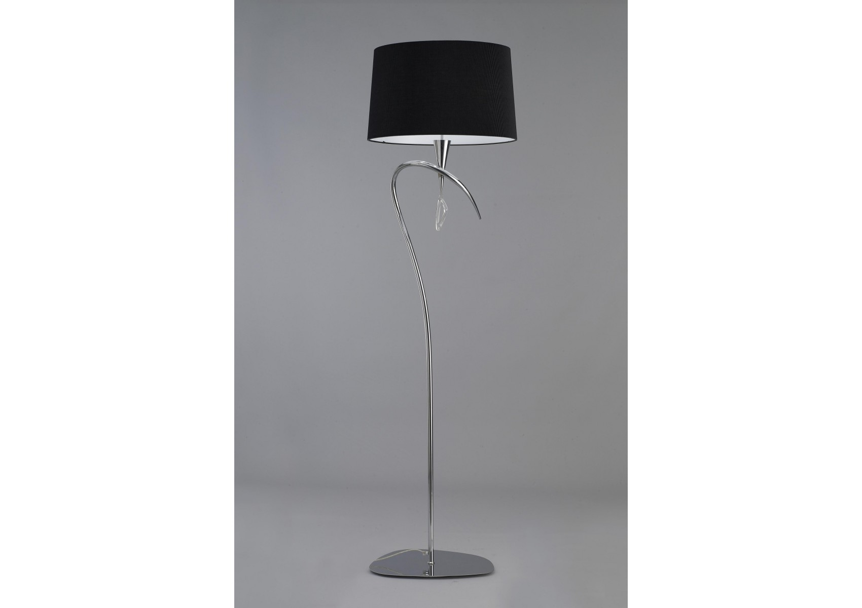 lampadaire design mara trois lampes de chez mantra en noir. Black Bedroom Furniture Sets. Home Design Ideas