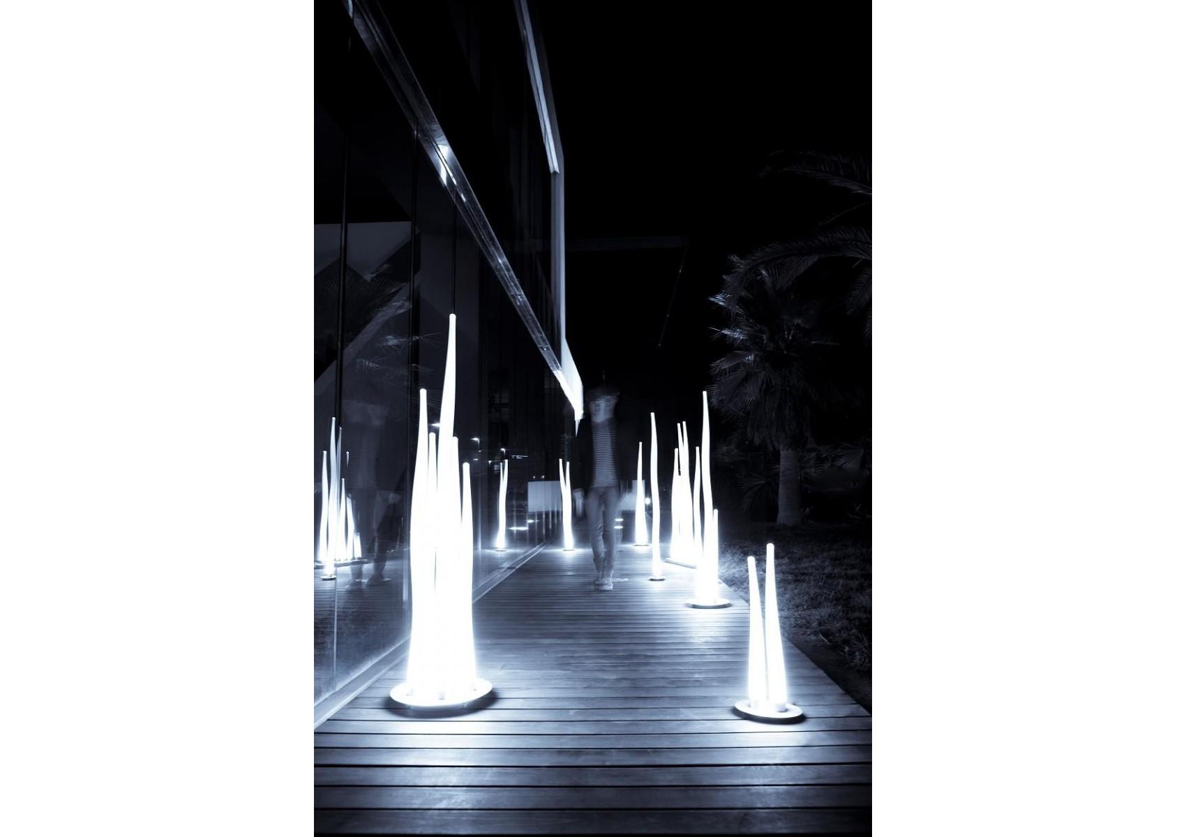 Lampe poser design d 39 ext rieur de la collection estalaca for Lampe exterieur a poser